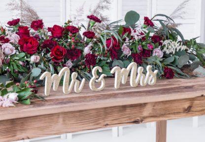 """Złoty, drewniany napis """"Mr& Mrs"""""""
