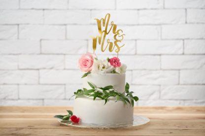 """Topper na tort w kształcie napisu """"Mr&Mrs"""""""