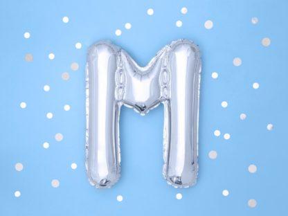 Srebrny balon foliowy w kształcie litery M