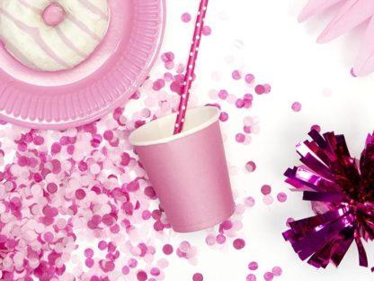 Kubeczek papierowy w kolorze ciemnego różu