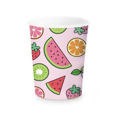 Kubeczek papierowy z owocami