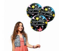 Kobieta z balonami urodzinowymi