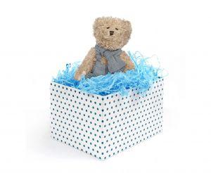 Niebieski wypełniacz do pakowania prezentów