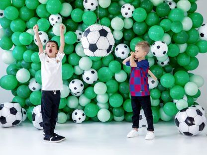 Piniata w kształcie piłki do piłki nożnej