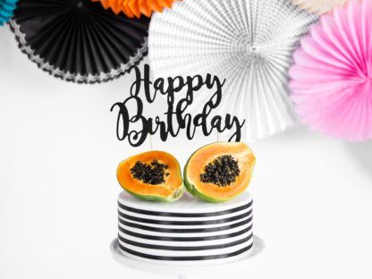 """Czarny Topper na torcie w kształcie napisu """"Happy birthday"""""""