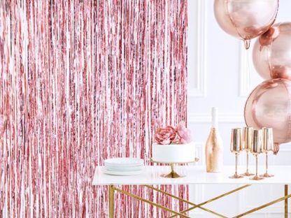 Różowa kurtyna party i dekoracje na wieczór panieński
