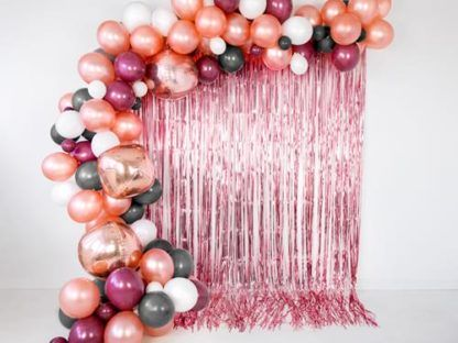 Różowa kurtyna party i balony