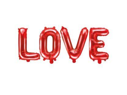 Napis love ułożony na czerwonych balonów w kształcie liter