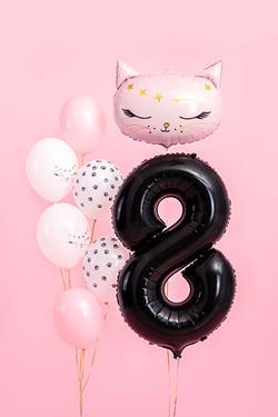 Czarny balon foliowy w kształcie cyfry 8