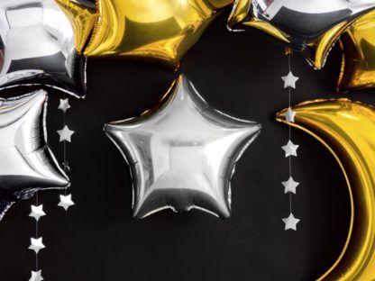 Srebrne i złote balony foliowe w kształcie gwiazdek i księżyca