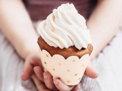 Babeczka w brzoskwiniowej papilotce do muffinek