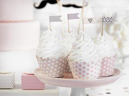 Muffinki w różowych papilotkach ze wzorkiem kropeczek