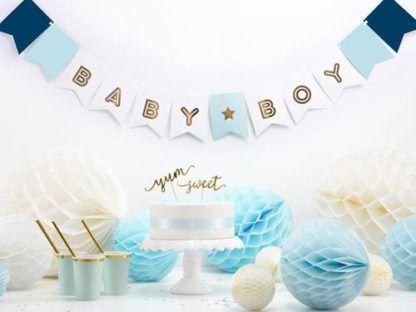 "Niebieski baner z napisem ""baby boy"""