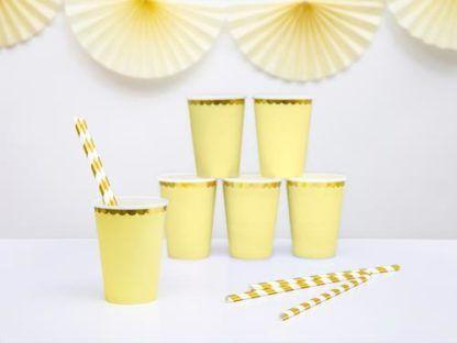 Zestaw żółtych kubeczków papierowych