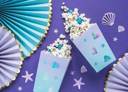Niebieskie pudełeczka na popcorn z motywem morskim