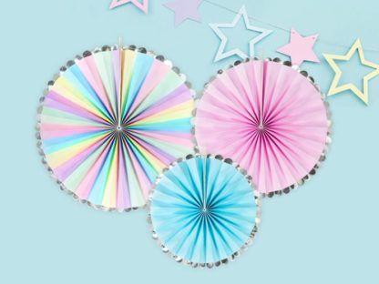 Fluorescencyjne rozety dekoracyjne i girlanda z gwiazdkami