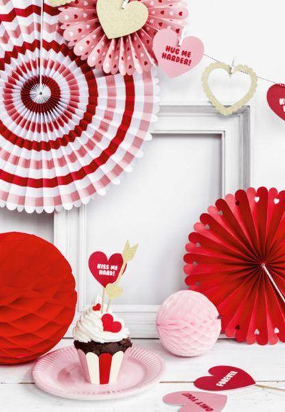 Czerwone rozety dekoracyjne