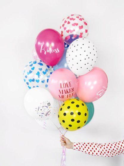 Zestaw wielu różnych balonów lateksowych