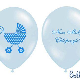 """Dwa strony niebieskiego balonu lateksowego - napis """"nasz mały chłopczyk"""" i rysunek wózka dziecięcego"""