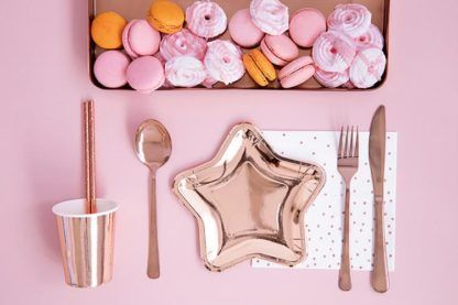 Zastawa na stół w kolorze różowego złota, talerzyk w kształcie gwiazdki
