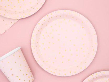 Różowe talerzyki i kubeczki w złote kropki