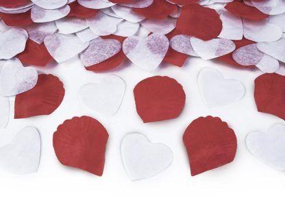 Konfetti w kształcie serduszek i płatków róż