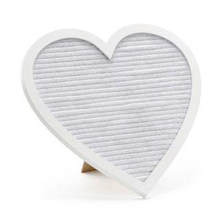 Biała tablica w kształcie serca na literki