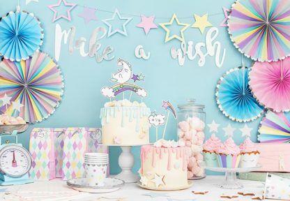 Przyjęcie urodzinowe z motywem jednorożców i tęczy