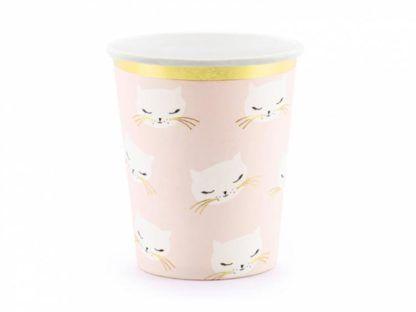 Różowy kubeczek papierowy w kotki