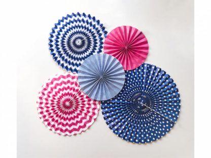 Rozety dekoracyjne w kolorach czerwieni i niebieskiego