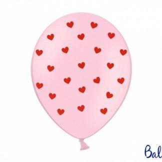 Różowy balon lateksowy w czerwone serduszka