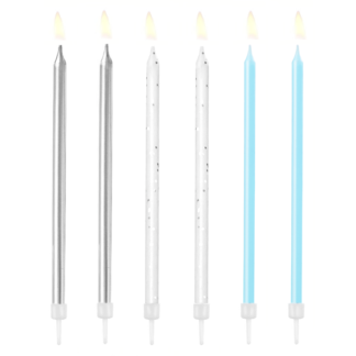 Srebrne, białe i niebieskie świeczki na tort